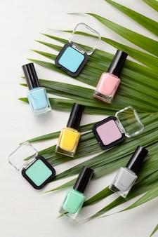 パステルカラーの化粧品。美容ブロガーのコンセプト