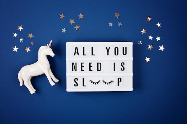 引用付きのライトボックスあなたが必要とするのは睡眠だけです