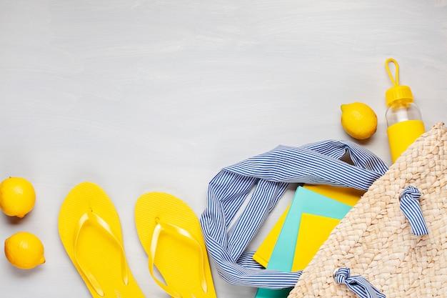 夏休み、旅行、観光のコンセプトはフラットレイアウト。