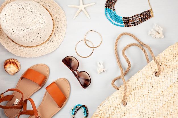 夏休み、旅行、観光のコンセプトフラットレイアウト