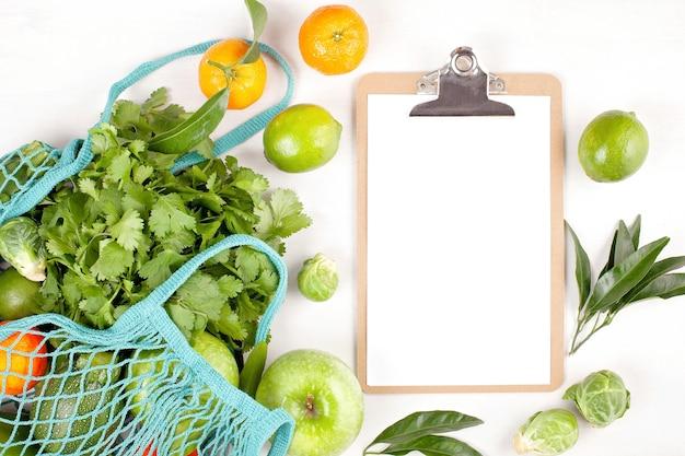 Свежие органические овощи в зеленом цвете.