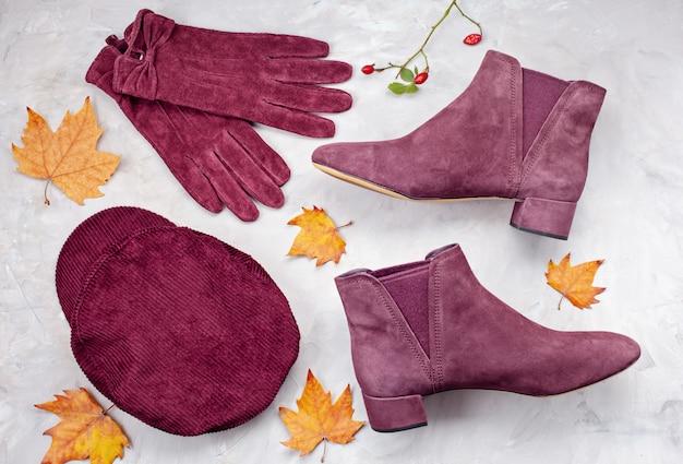 寒い天候のための快適な暖かい服装でフラットを置きます。