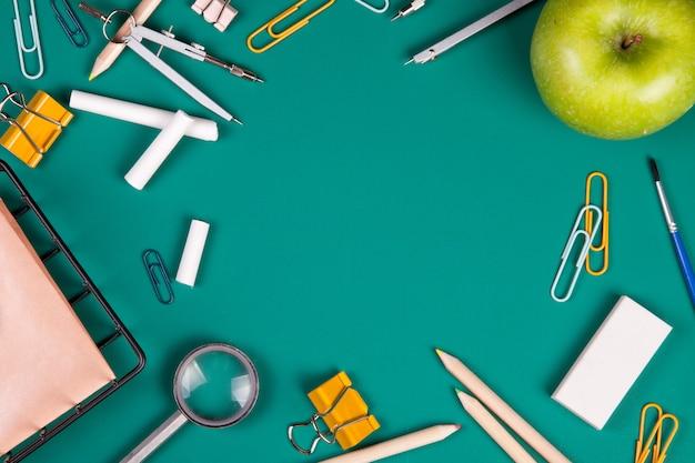 授業開始のための学用品。コピースペースを持つ学校概念に戻る。上面図
