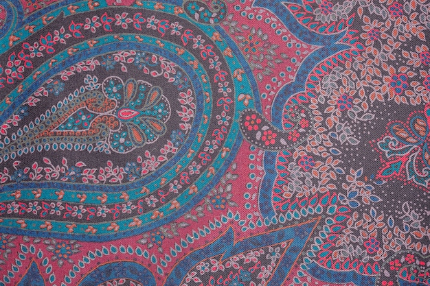 Вид сверху на мягкую шерстяную текстильную текстуру с орнаментом