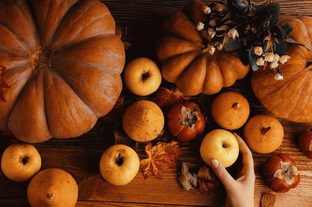 カボチャとリンゴの束