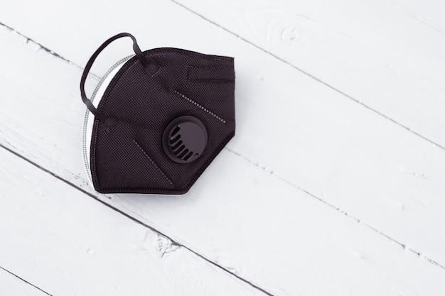 Антикоррозийная маска для лица и дезинфицирующий гель для рук для защиты рук от коронирусного вируса.