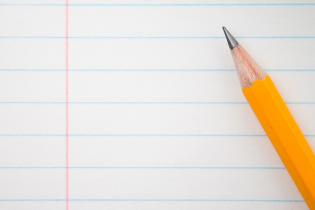 オレンジ色の鉛筆を閉じて、組成図書。