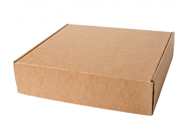 白で隔離される段ボール箱。