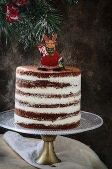 クリスマスの素朴な層状ケーキ