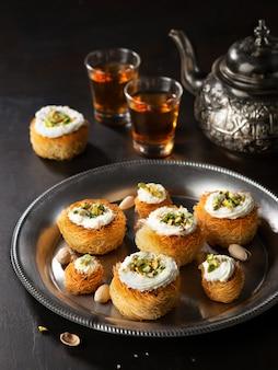 Катаифи, кадаиф, кунафа, пахлава, кондитерское гнездо, печенье с фисташками с чаем.