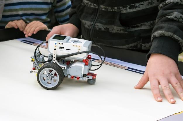 ロボットカー、リモートコントロール付きロボット