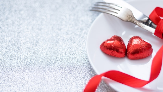 バレンタインデーのお祝いテーブルの設定