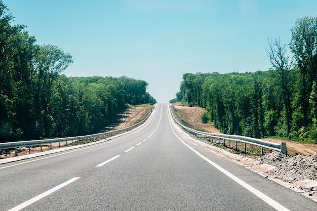 Новая асфальтовая дорога