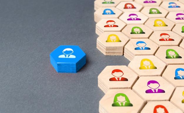 Сотрудник готовится присоединиться к бизнес-команде или компании.