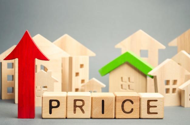 価格、上向きの矢印の付いた木製のブロック