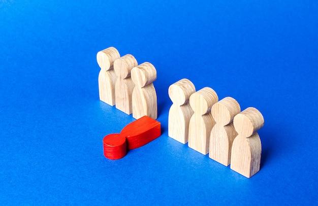 Фигура красного человека выпадает из линии людей. моральное и физическое истощение, слабое звено