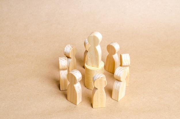 人々は輪になって立っています。人の輪。コミュニケーション。