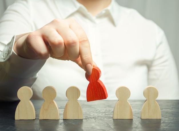 実業家はチームから従業員を解任