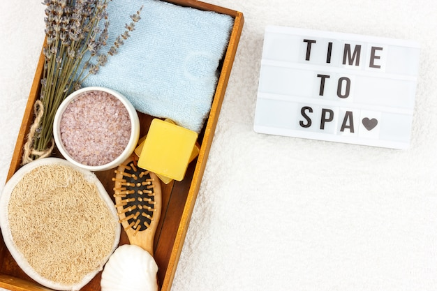 Натуральная травяная спа-косметика с экстрактом лаванды - мыло, соль, полотенце, массажная щетка, мочалка