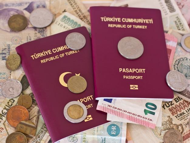 ヨーロッパ各国からの外国のパスポートとお金