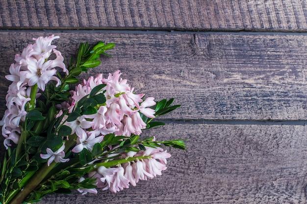 ヒヤシンス、ヒヤシンスの花束と春の背景