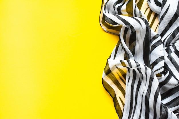 Легкий элегантный прозрачный газовый платок, шарф с черно-белыми полосами