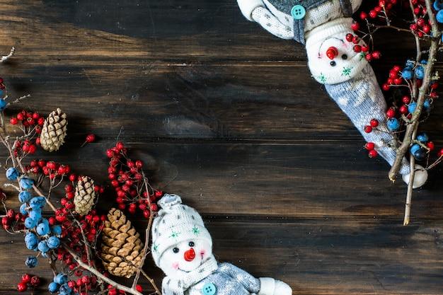 雪だるま、サンタ。クリスマスの背景。新年。クリスマスの組成。休日の構成。