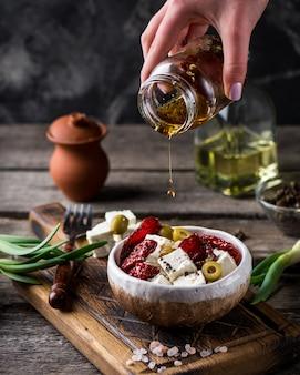 Греческий сыр фета с зеленью и оливками, вялеными помидорами.