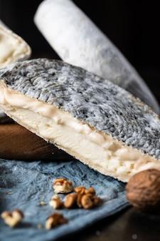 さまざまな種類のチーズ組成