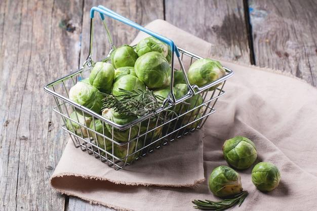 Продовольственная корзина с брюссельской капустой