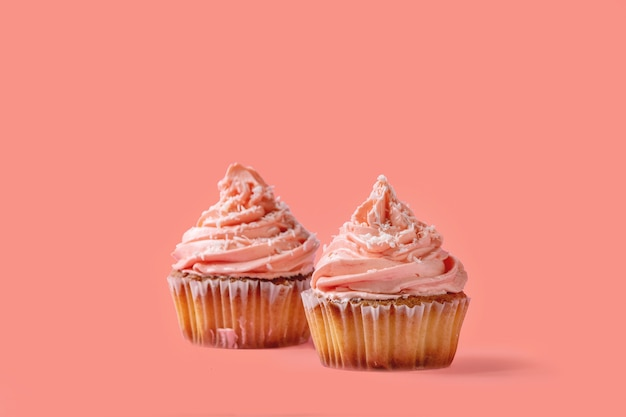 バタークリームと自家製カップケーキ