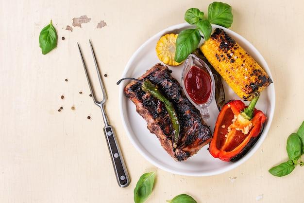 バーベキュー肉と野菜