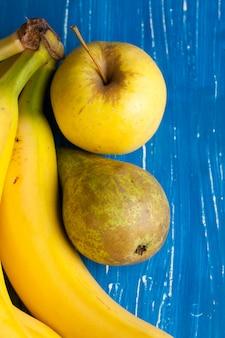 新鮮な様々な果物