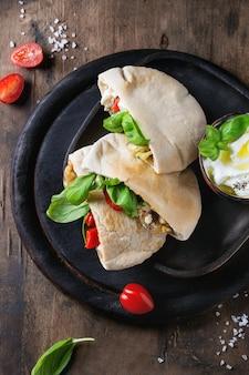 野菜とピタパンのサンドイッチ