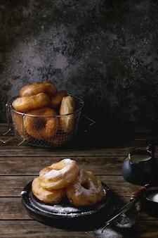 Домашние пончики с сахарной пудрой