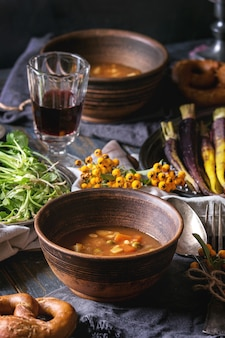スープボウルとテーブルの設定