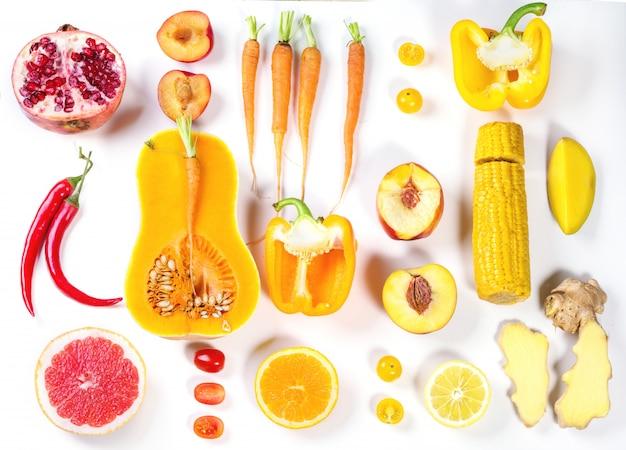 赤、オレンジ、黄色の野菜のセット