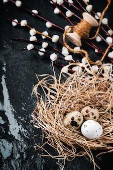 Пасхальная композиция с перепелиными яйцами