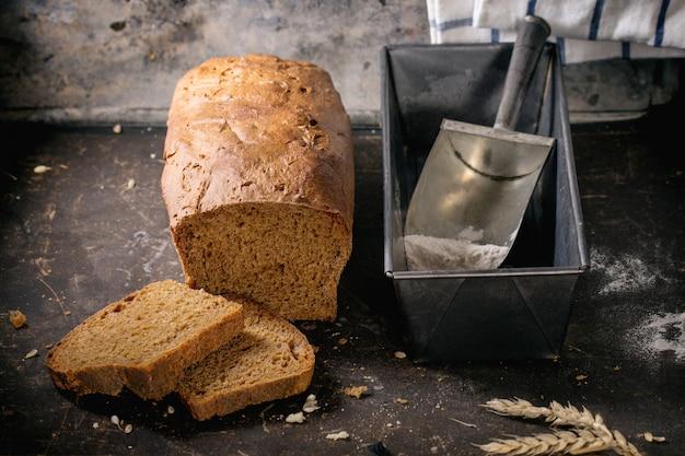 Буханка домашнего ржаного хлеба
