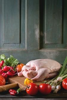 Сырая утка с овощами
