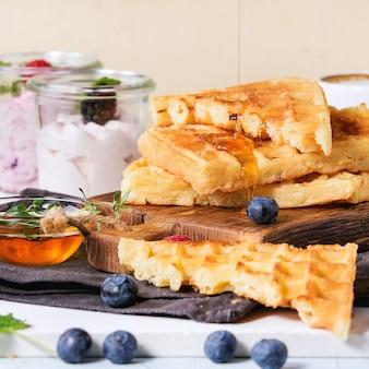 ベルギーワッフルの朝食