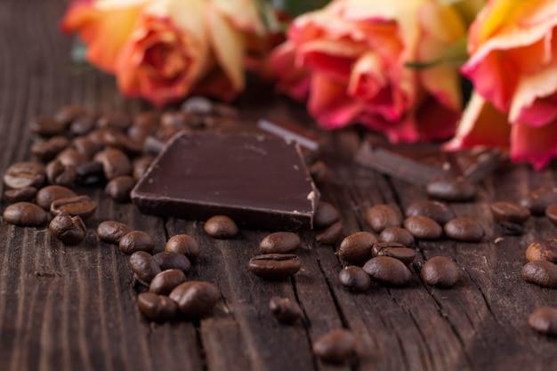 バラ、チョコレート、コーヒー豆