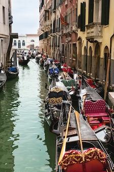Венеция с гондолами