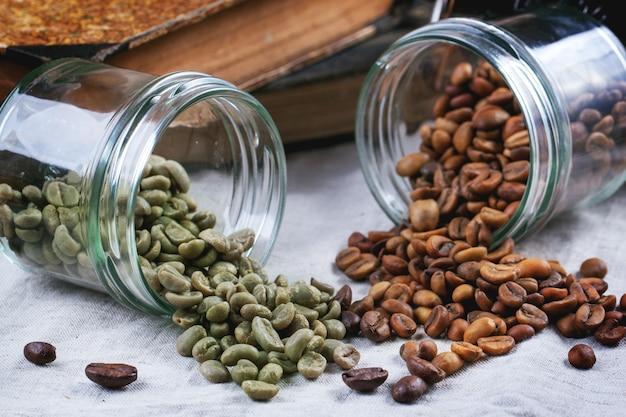 Зеленый, коричневый и черный кофе