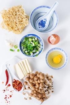 Ингредиенты для азиатского рамен супа