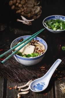 Азиатский суп рамэн с сыром фета