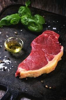 生ステーキとオリーブオイル