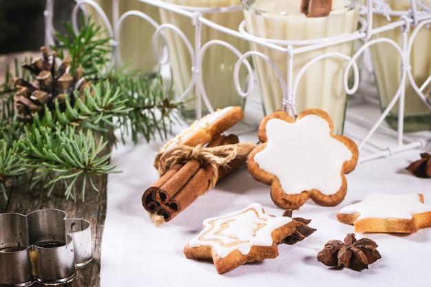 Рождественское печенье и коктейль