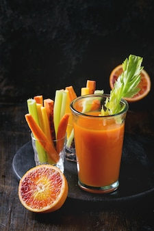 Разноцветная морковь и сок