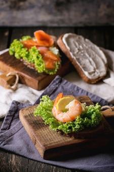 Бутерброд с морепродуктами